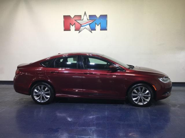 Pre-Owned 2016 Chrysler 200 4dr Sdn S FWD