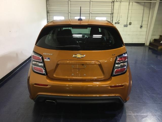 Pre-Owned 2017 Chevrolet Sonic 5dr HB Auto LT w/1SD