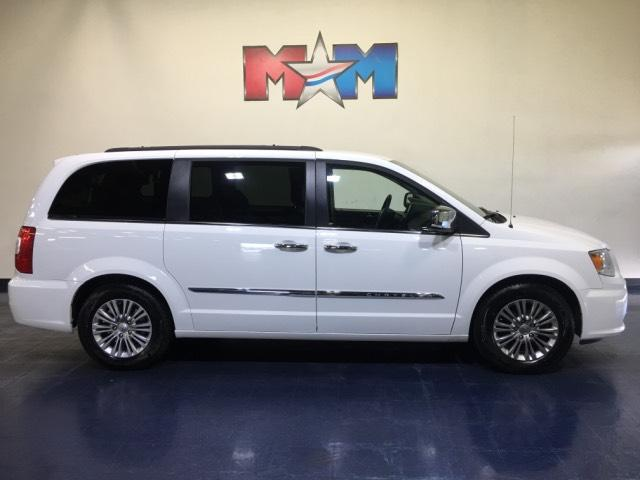 Pre-Owned 2016 Chrysler Town & Country 4dr Wgn Touring-L