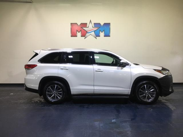 Pre Owned 2017 Toyota Highlander Xle V6 Awd