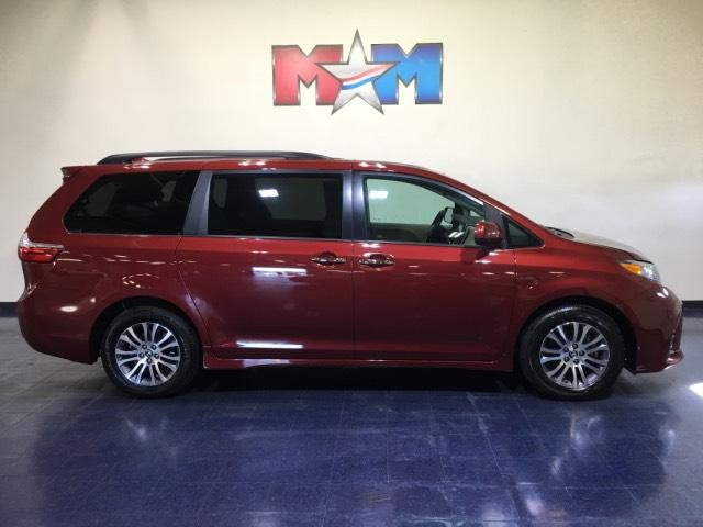Pre-Owned 2019 Toyota Sienna XLE FWD 8-Passenger