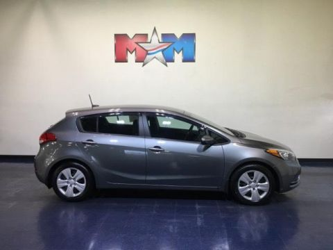 Pre-Owned 2016 Kia Forte 5-Door 5dr HB Auto LX